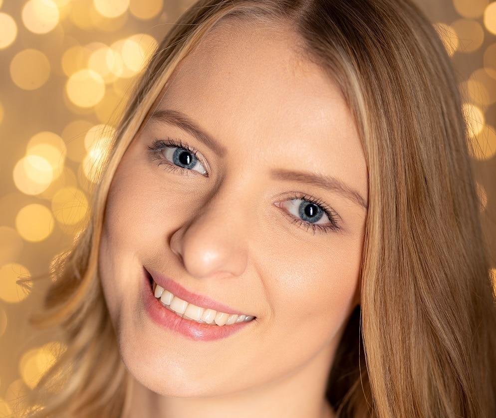 Modell Leonie Weiblich Headshot Smile